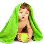 baby_with_apple